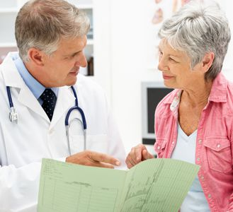 doctor-with-patient